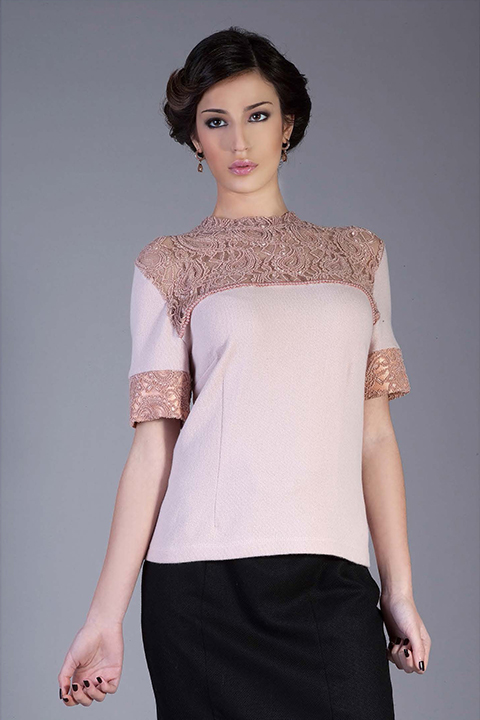 rose short woolen top with lace trim and pearls