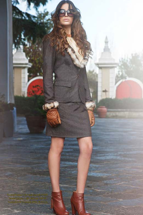 costume in brown tweed with fur trim | ASITA SAHABI