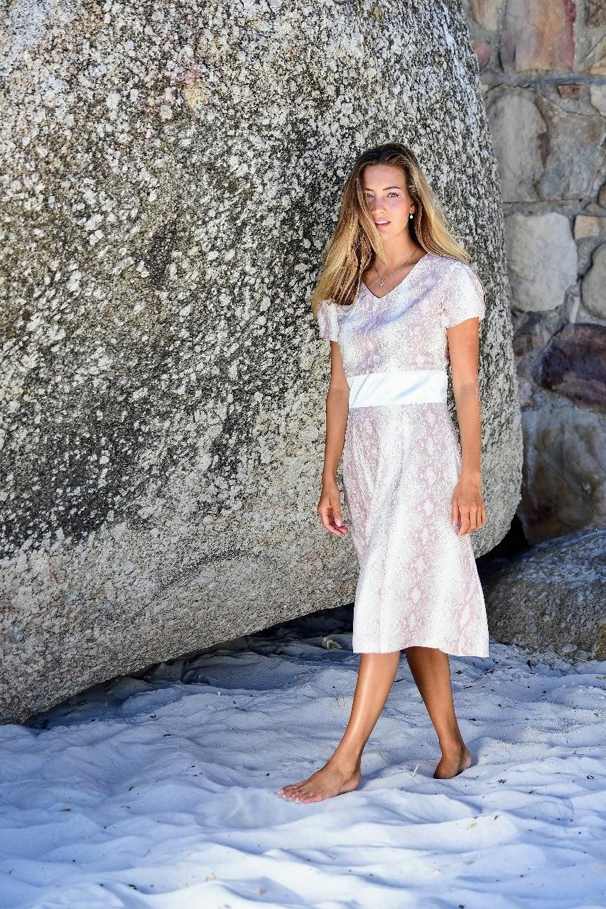 ASITA SAHABI A-Linien-Kleid in Seidensatin und Python-Druck