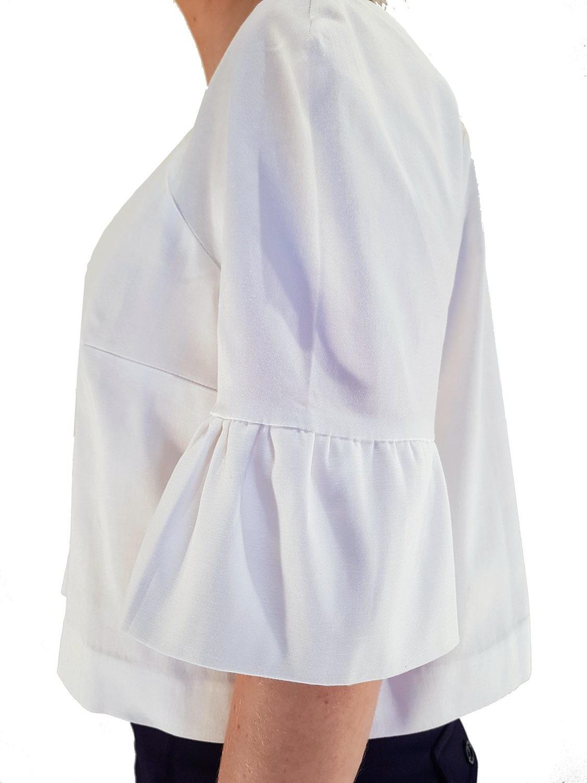 weisse bluse mit r schen bluse mit volants asita sahabi. Black Bedroom Furniture Sets. Home Design Ideas