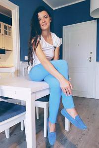 asymmetrisches weisses Jersey-Shirt mit Brosche | ASITA SAHABI