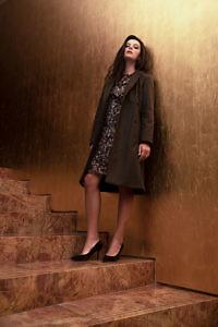 knielanger Wollmantel in khaki | Zweireiher | klassisch-elegante Damenmode