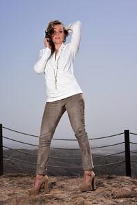 cremeweisses Jerseytop | sandfarbene Leggins | ASITA SAHABI