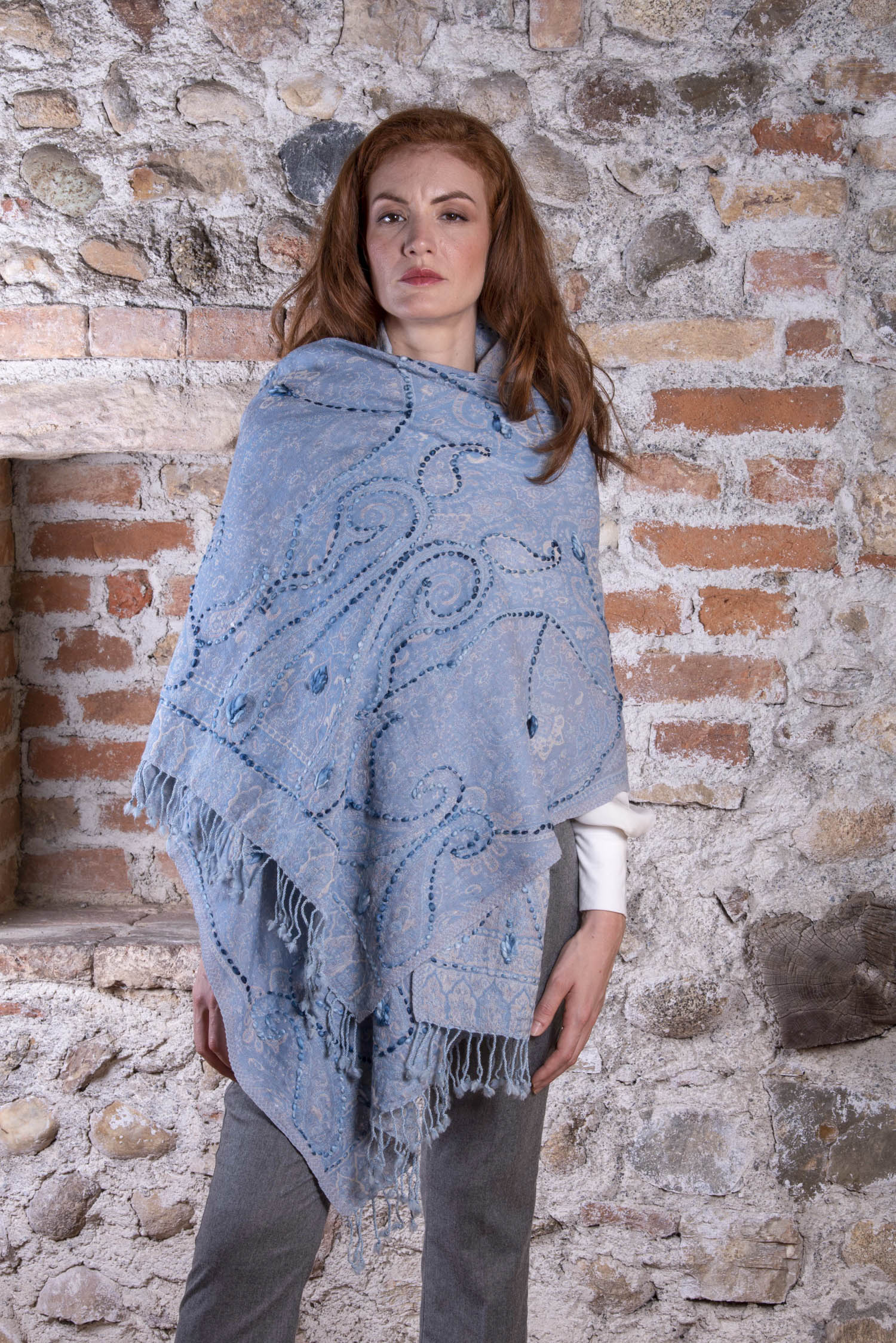 Azure blue wool Pashmina YAZD with a floral pattern in light pink and Ecru