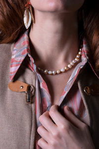 classic pearl necklace in beige sweatwater pearls