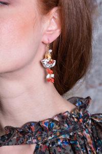 ASITA SAHABI Ohrringe mit Perlen, Korallen und bemalter Keramik