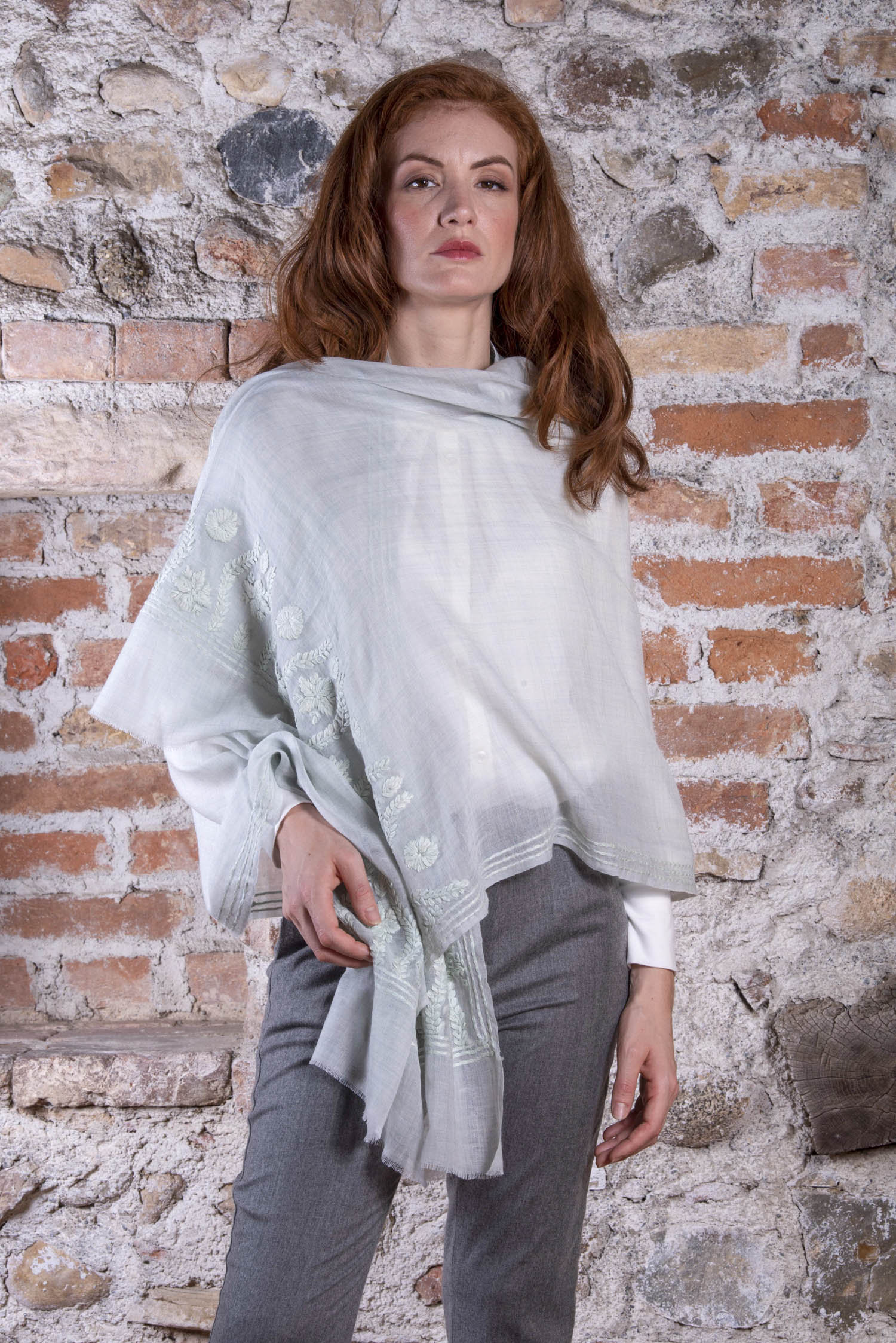 grey wool Pashmina KIM with a floral embroideries