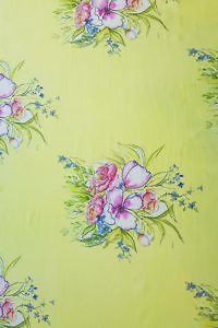 Pashmina PRIMAVERA with a floral print in yellow, fuchsia and green