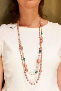 JEAN ANDRÉ long necklace in old pink and light green made of resin ASTRID
